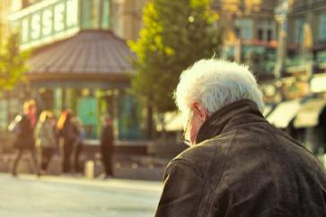 Как лить трафик на пенсионеров: где их найти и что им продавать